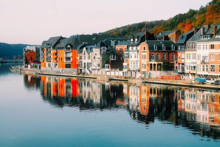 belgium-housing-on-a-river