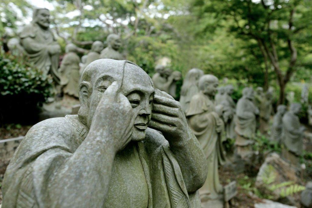 travel-in-japan-tips-garden-statues